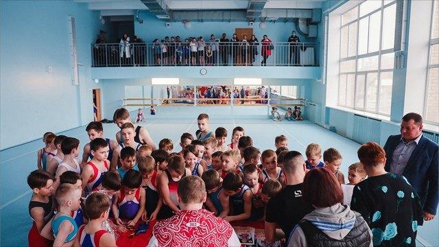 Призер чемпионата мира по спортивной гимнастике Александр Баландин посетил Череповец