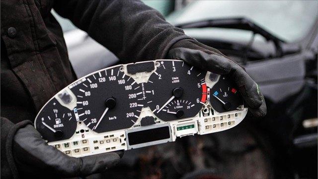 Как определить пробег подержанного автомобиля, рассказали эксперты
