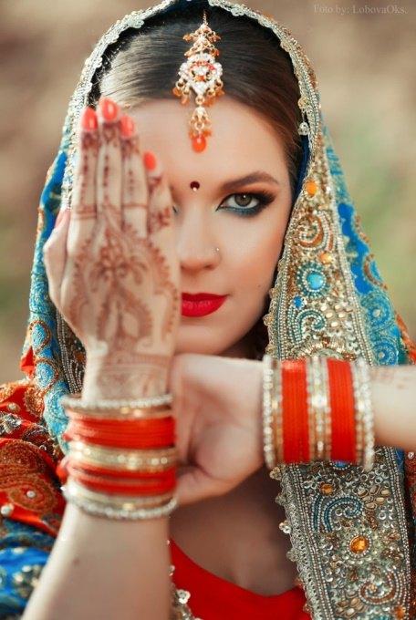 Девушка приехала из Индии
