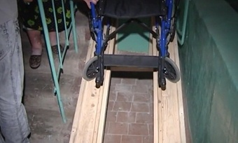 Сделать пандус для детской коляски своими руками