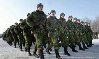 Российская милиция сдает задержанных оппозиционеров в армию.